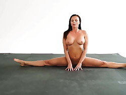 Milf Lesbian vs Brunette Lezzies Sex Fight and Pussy Orgasm